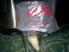 icing-bag-in-glass.jpg